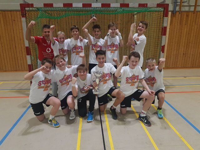 D-Jugend gewinnt den ersten Tills-Löwen-Cup gegen AMTV - Handball ...